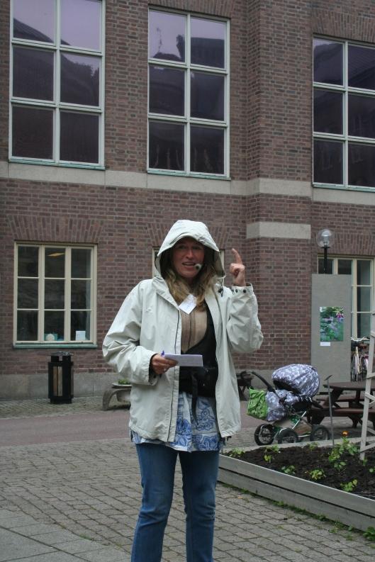 Christina Schaffer, forskare och stadsodlare inledde invigningen